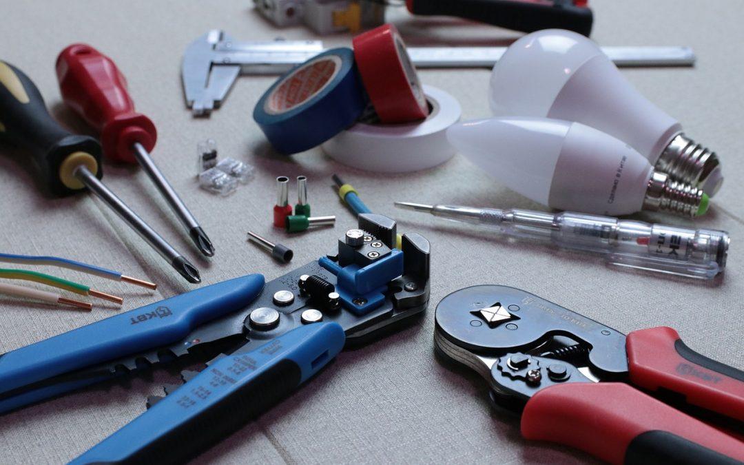 Montaż instalacji elektrycznej wyzwaniem dla elektryka i inwestora